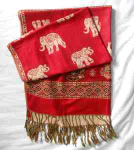 Red scarf s300