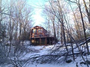 Teehouse lovenest in snow s300
