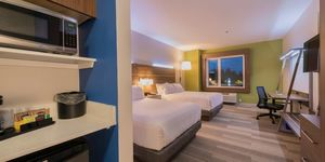Holiday inn express and suites colwood 4169175584 2x1 s300